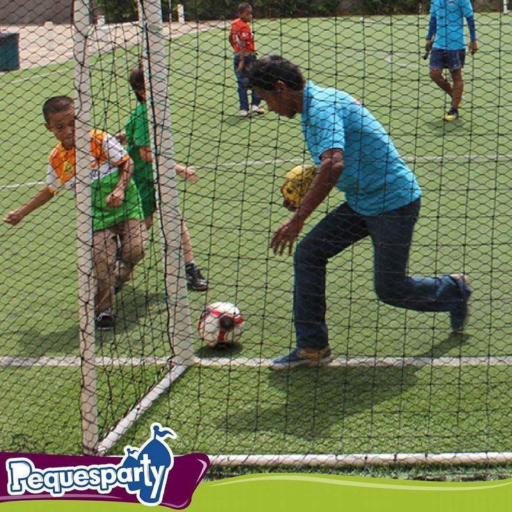 Hoy es el Día Internacional del Deporte y nuestra animación de futbolada es la ideal para celebrarlo . . . #futbol #maracaibo #mcbocity #mcbo #celebracion #fiestasmaracaibo #fiestainfantil #futbol #juegos #animacion #fiestas