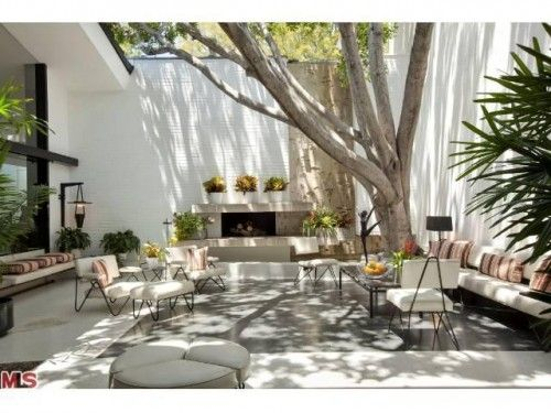 Courtyard - The Brody House, Los Angeles