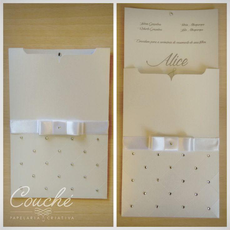 Convites de Casamento. Branco laço e aplicação de strass. Papel Aspen Branco Perolado 250g. couchecriativa@gmail.com