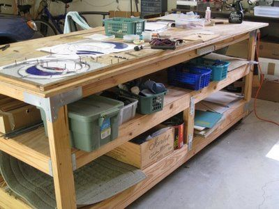 Great layout for a studio work table.  I'll just make it half the length!