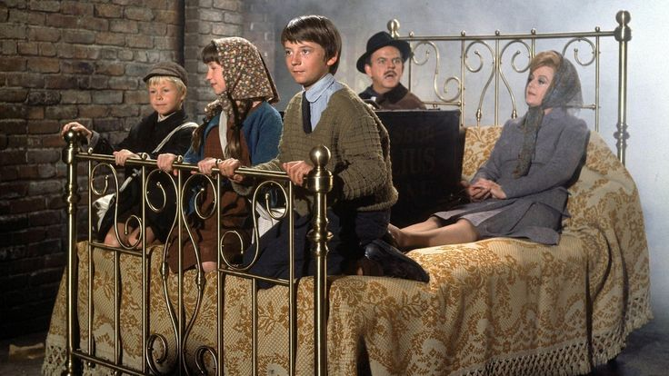Bedknobs and Broomsticks (1971) with David Tomlinson, Roddy McDowall, An...