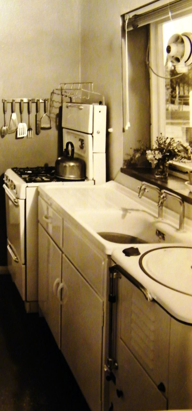My Great Aunt's Cannon gas cooker in her new home in 1955.