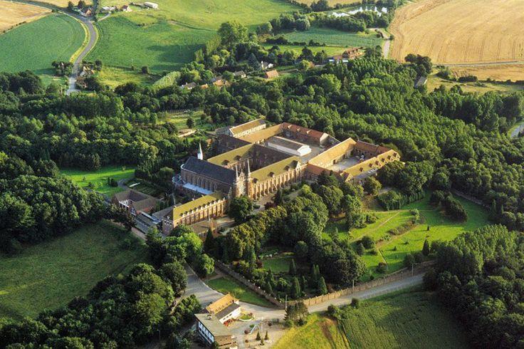 Vue aérienne de l'Abbaye du Mont des Cats, fondée en 1826, à Godewaersvelde (Nord, Pays du Coeur de Flandre) FRANCE