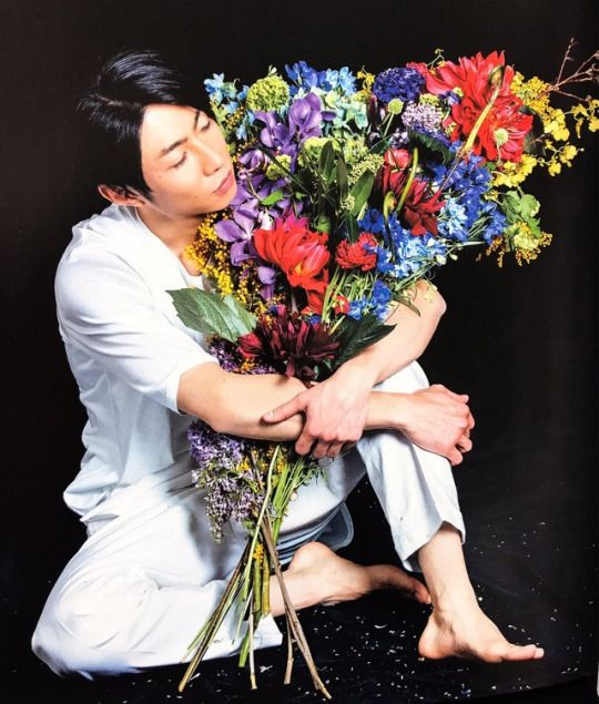 Masaki + Flowers Makes me Happy <3