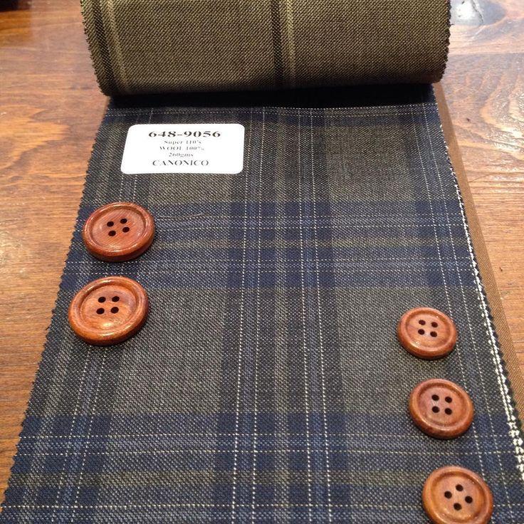 【AW新作生地】木のボタンって暖かみがあっていいですね。木造。 #suit #tailor #tokyo #necktie #shirt #order #bridal #wedding #スーツ #オーダー #ブライダル #結婚式 #新郎 #オーダースーツ #タキシード #池袋 #メンズブライダル #テーラーキタハラ #ボタン #インポート