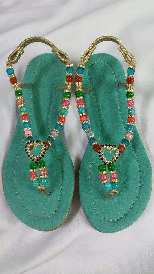 Bellos colores de sandalias