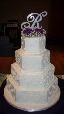 Can never go wrong with a white wedding cake!