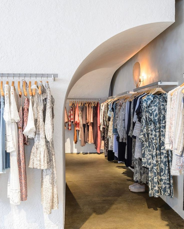 High St: The white light…Our new High Street Armadale store is now open x #melbourne #highst #zimmermann  (at Melbourne, Australia)
