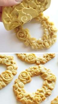 How to make molded cookies (Sweetambs). Gorgeous! Biscoitos em molde de silicone! lindo!