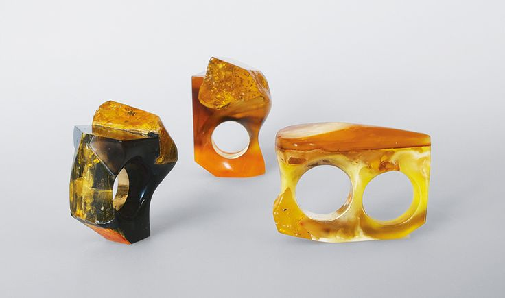 Petra Zimmermann Rings: Untitled, 2014/2015 Amber, polymethylmethacrylate, gold Photo by: Petra Zimmermann