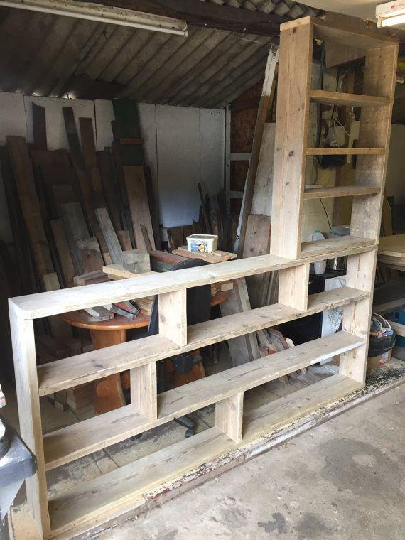Reclaimed Wood Bookcase / Shelving Unit von ChewtonWoodDesign