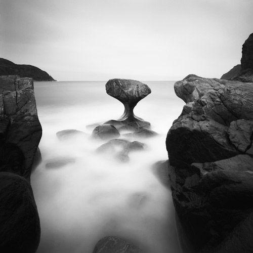 Zwart-wit fotografie in combinatie met lange sluitertijden zorgt voor schitterende foto's.    Deze foto is gemaakt door Hakan Strand.