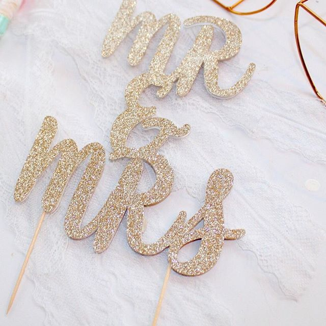 #MrAndMrs 💍🎩This cake topper will be available to purchase tomorrow night over on Facebook - see the Metamorphosis Party Supplies  page for more details ❤️ . . . . #shesaidyes #ido #cake #wedding #weddingprep #champagnegold #glitter #weddingcake #weddingdecor #mpsandtsc #uniquepartygifts #smallbusiness #supportsmall #instagirls #instaboy  #handmade #handcrafted #instakids #instamums #personalised #customorder #homedecor #nurserydecor #partydecor