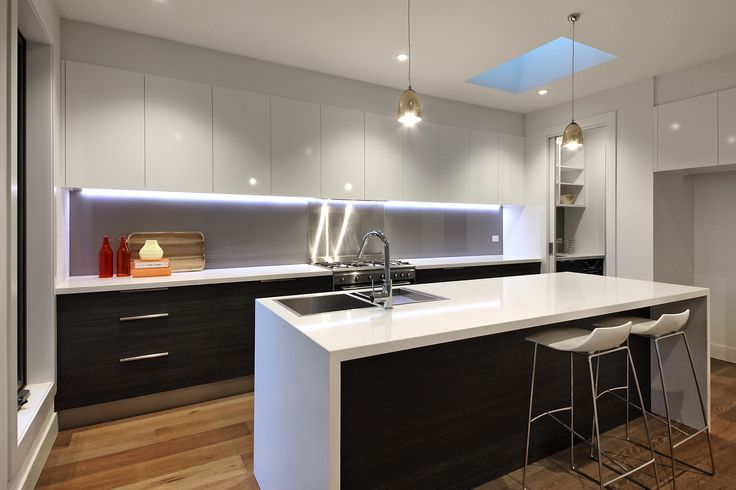 Townhouse kitchen by Style Precinct interiors