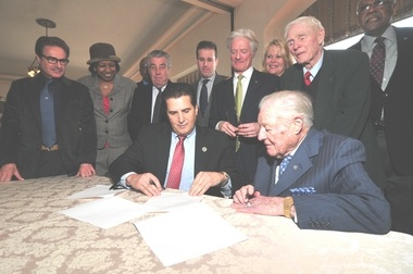 "Independent Press - Essex County announces extended agreement for Highlawn Pavilion - ""Essex County Executive Joseph N. DiVincenzo, Jr. and Harry Knowles, proprietor of Knowles Restaurants, participate in the ceremonial signing of a new long-term lease for the Highlawn Pavilion to continue operating in the old Casino Building in Essex County Eagle Rock Reservation..."""