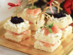 Canapé al salmone e uova di lompo, ricetta Canapé al salmone e uova di lompo - alfemminile.com