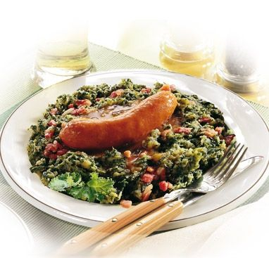Stamppot boerenkool (kale and potatoes with smoked sausage)