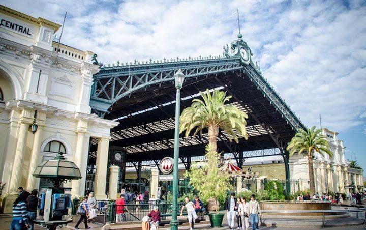 """<3  """"Estación Central de Santiago fue diseñada por Gustave Eiffel (sí, el mismo de la famosísima torre parisina)  Foto: Alexander Tolmo"""