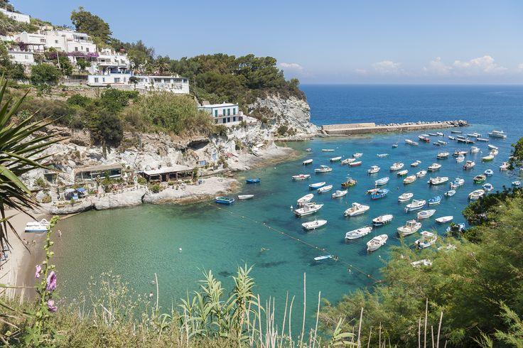 Spiaggia a cala feola dell'Isola di Ponza