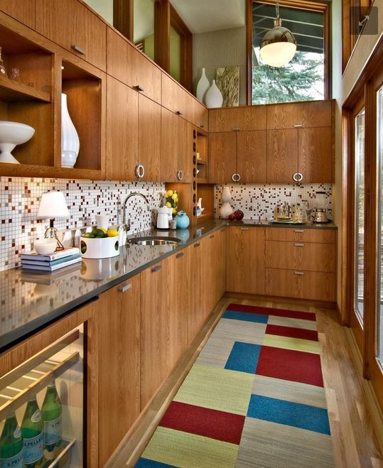Midcentury kitchens were intended to represent the wave of the future. Full of showy, shiny new appliances, bright colors and space-age surfaces, they're designed to look streamlined and cutting edge — at least for their time. Simplicity rules: slab cabinet doors, plain countertop edges, no-fuss materials.