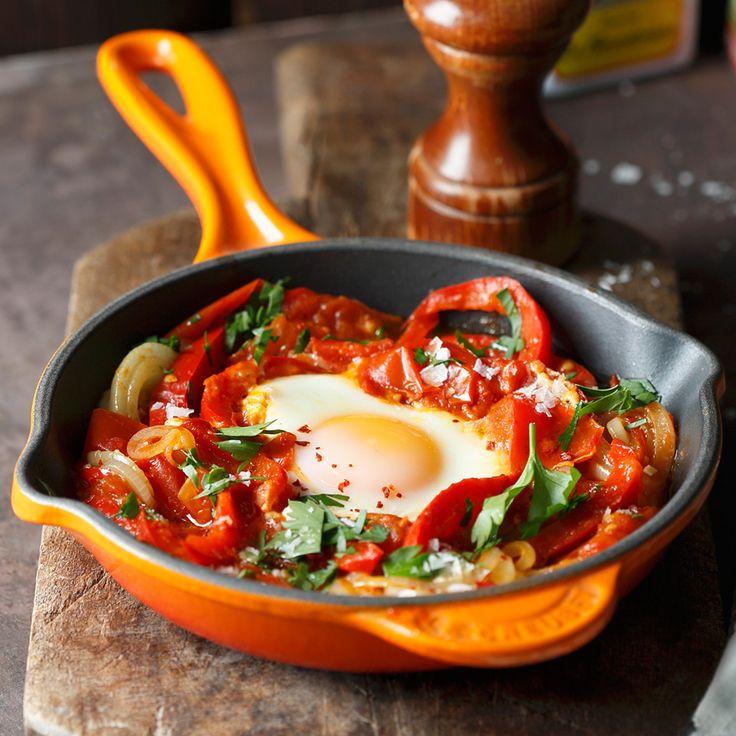 Man kann Tomate zu Rührei geben, und das Ergebnis ist fein. Man kann aber auch Eier zu gewürzduftendem Tomaten-Paprika-Gemüse geben – dann ist das Erg...