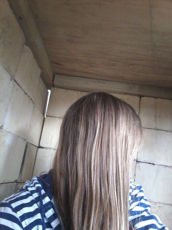 Blond In hut