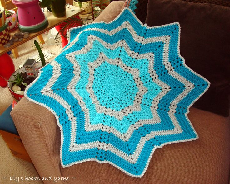 *Beautiful stitch work--really caught my eye* http://hooksandyarns.blogspot.com/