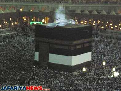 An Angel over Ka'abah (House of Allah) in Makkah. From : http://www.jafariyanews.com/2k9_news/march/3kaaba_angel.htm