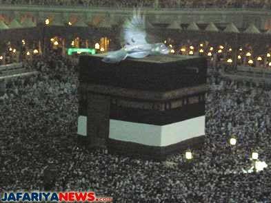 An Angel over Ka'abah (House of Allah) in Makkah. From : http://www.jafariyanews.com/2k9_news/march/3kaaba_angel.htm