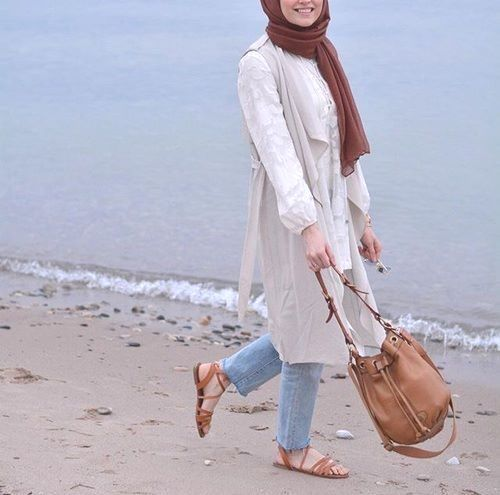 long pastel tunic sporty hijab- Chic hijab outfits from instagram http://www.justtrendygirls.com/chic-hijab-outfits-from-instagram/