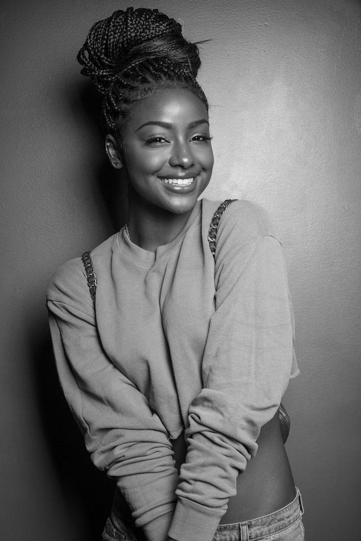 les 25 meilleures id es de la cat gorie femmes noires nues sur pinterest blow dry styles afro. Black Bedroom Furniture Sets. Home Design Ideas