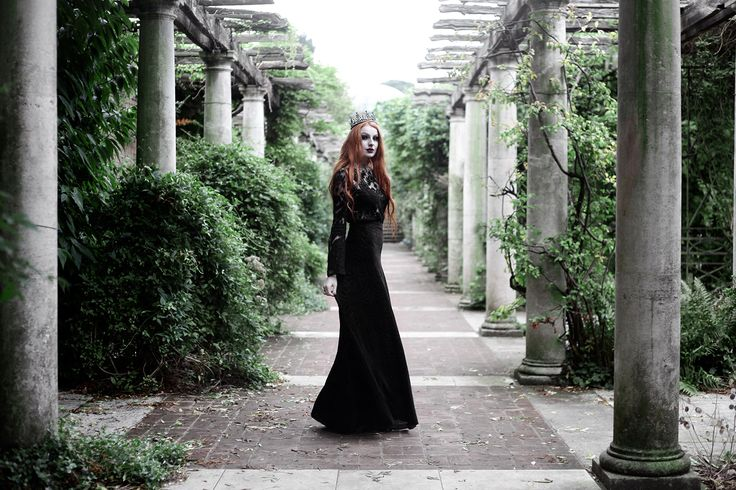 Regal Rose Halloween 2016. #jewellery #goth #black #blogger #garden #enchanted #oliviaemily