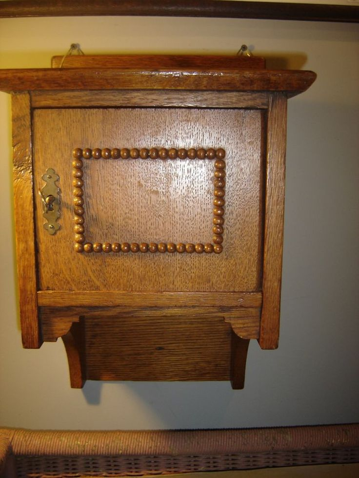 Antique Quarter Sawn Oak Wall Cabinet With Decorative Beading Trim.8387