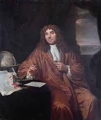 Anthonie van Leeuwenhoek. Hij leefde van 1632 tot 1723. Hij was de ontdekker van het Micro-organismen. Hij nam niet zomaar iets aan en onderzocht alles zelf. En daarvoor gebruikte hij de microscoop.