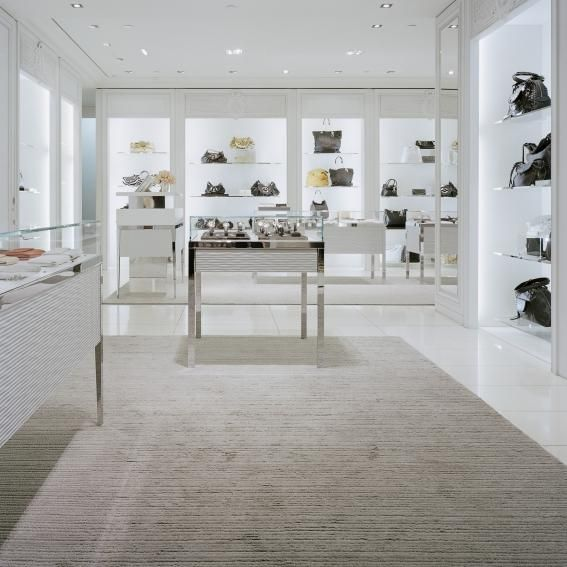 DIOR STORE | kasthall.se