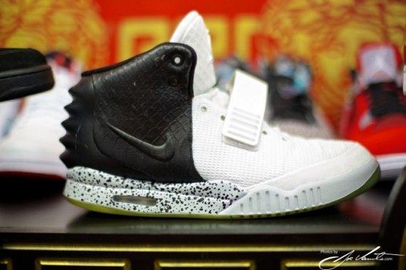 nike air yeezy 2 oreo customs 01 570x380 Nike Air Yeezy 2 Oreo Customs by El Cappy  http://www.ibourl.com/1yp2