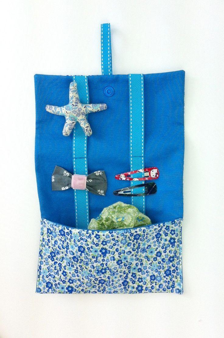 POCHETTE RANGE BARRETTES en tissu à fleurs bleues de chez PPMC
