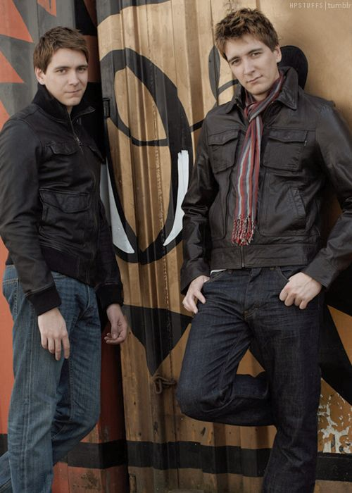 James and Oliver Phelps (Gred and Forge Weasley) - Double the fun omg I love them