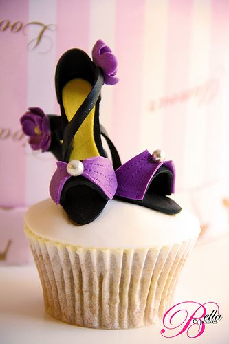 Purple and Black High Heel Cupcakes!   Di these are what you need to make for Sunday