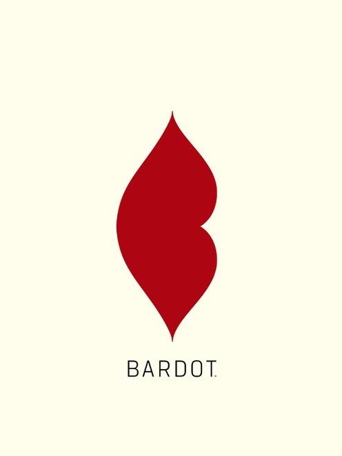 femme fatale j'aimerais utiliser du rouge dans le logo pour faire penser à la passion