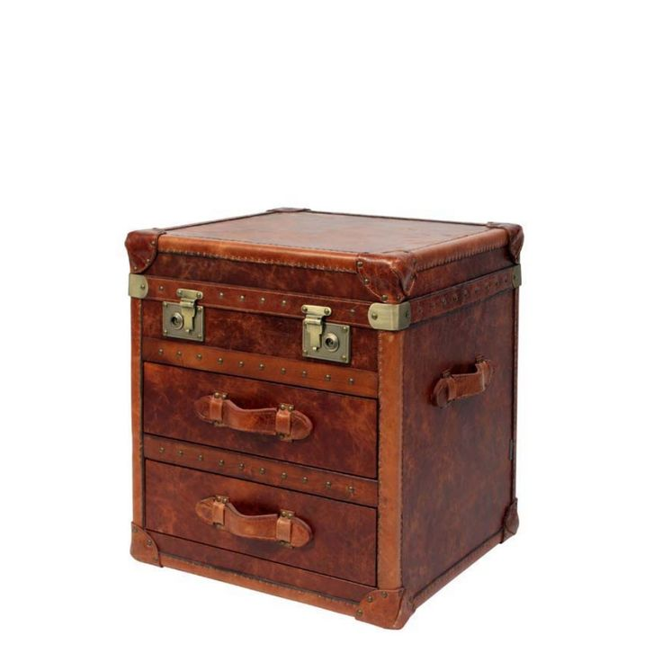 Charming Brown Leather Chic Trunk With Antiqued Brass Stud Detailing And Leather  Handles. The Rich Colour Of This Leather Looks Great Combined With Other Bu2026