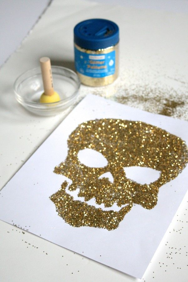 DIY Glitter Skull Print   theglitterguide.com