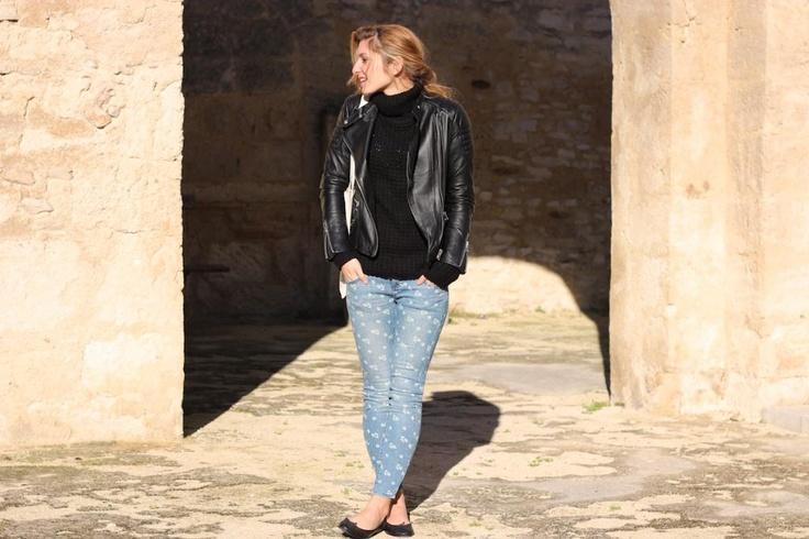 Perfecto offert par Brooklyn Bridge Factory  Pull – Pull   Jeans – FreePeople   Ballerines – Repetto  Sac offert par Sud Express