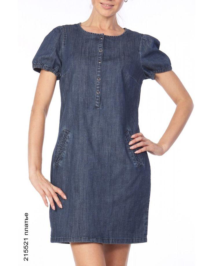 Ирина Шейк позировала в джинсовом платье