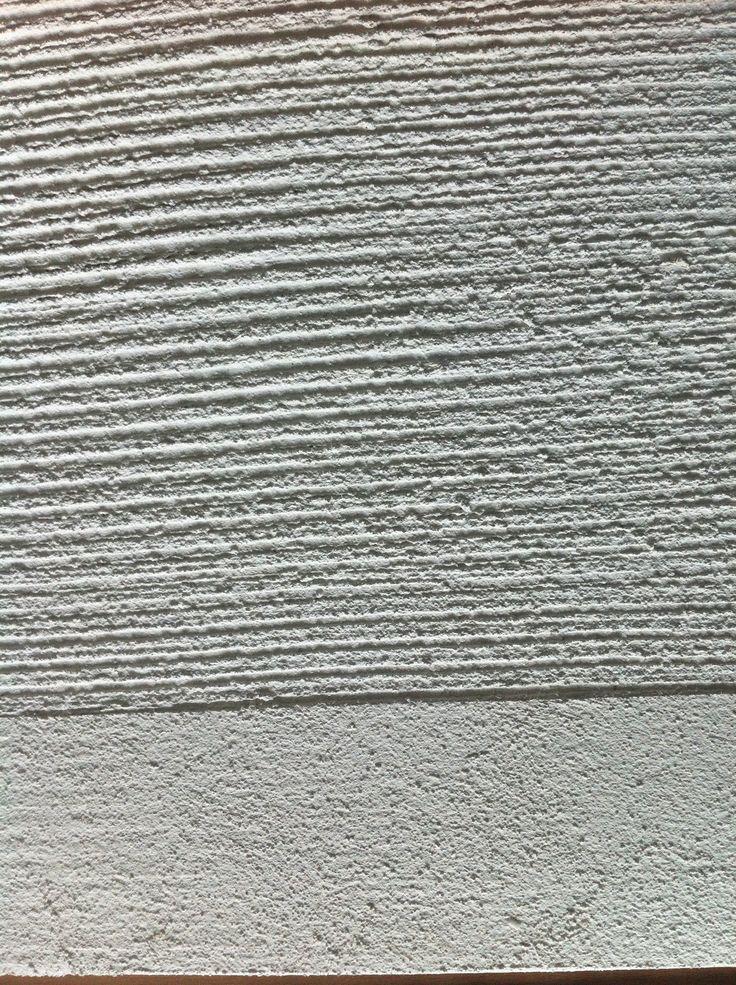 Mit Struktur ans Werk. Das wegweisende Forum für Architekten, Planer und verarbeitende Unternehmer visualisiert die Thematik der mineralischen, strukturierten Putzoberflächen und Farbspektren. Die Oberflächenstruktur als prägendes Element der Architektur eröffnet unendliche Gestaltungsmöglichkeiten der räumlichen Fassade. Broschüre downloaden : ARCH_D_Mineralische Deckputze2013 (…