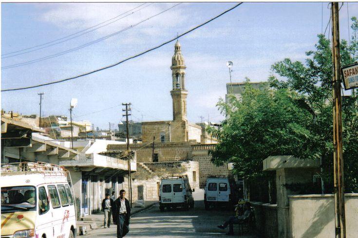 From Wikiwand: Een oude kerk in Midyat, Tur Abdin