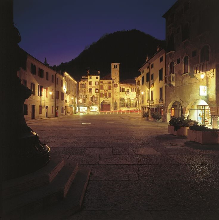 Piazza Flaminio,  Serravalle di Vittorio Veneto, foto di Francesco Galifi    La strada del prosecco: itinerario enogastronomico in Veneto su Trivago