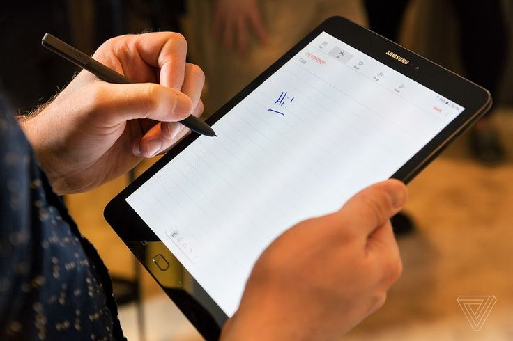 Samsung, her yıl düzinelerce yeni tablet çıkardığında çok önce değildi, ancak bu günlerde şirketin tablet çabaları biraz daha baskın gibi. Şirket, bir tane değil, ancak verimlilik odaklı üç yeni tableti duyurduklarından, bu Mobil Dünya Kongresi'ni