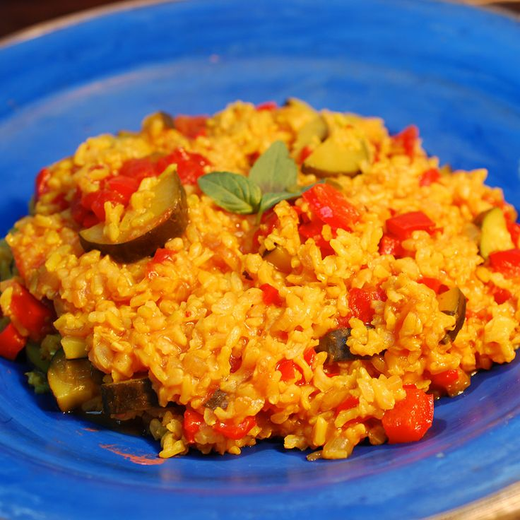 Break out the Slow Cooker and make yourself some Vegetarian Paella! Full recipe and easy to follow instructions so that you can cook along at home!