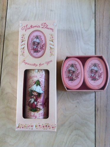 victoria-plum-soap-Talc-Set, had this, prob never used it....never did, just liked the way these packages looked!
